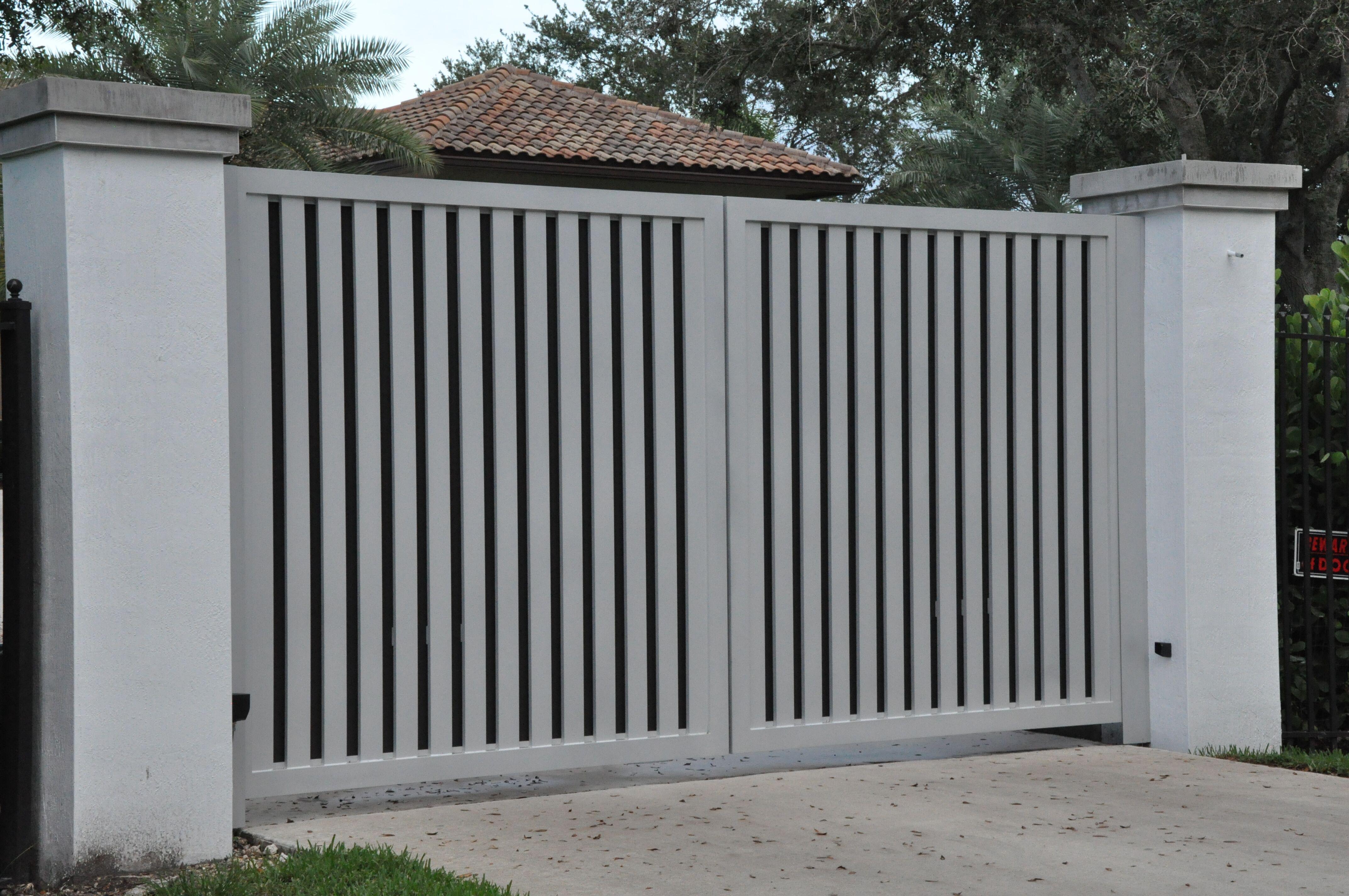 Entrance Driveway Gate 015