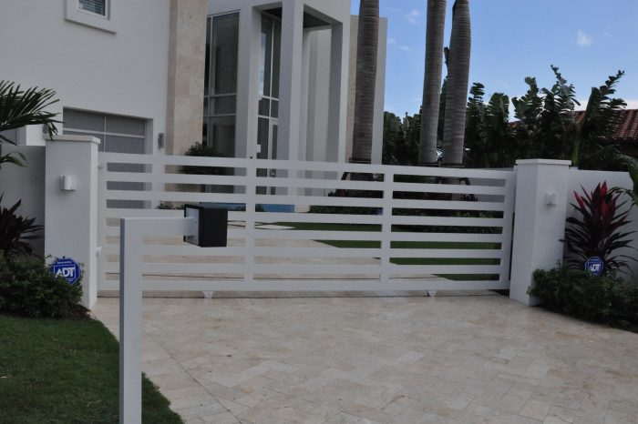 Entrance Driveway Gate 018