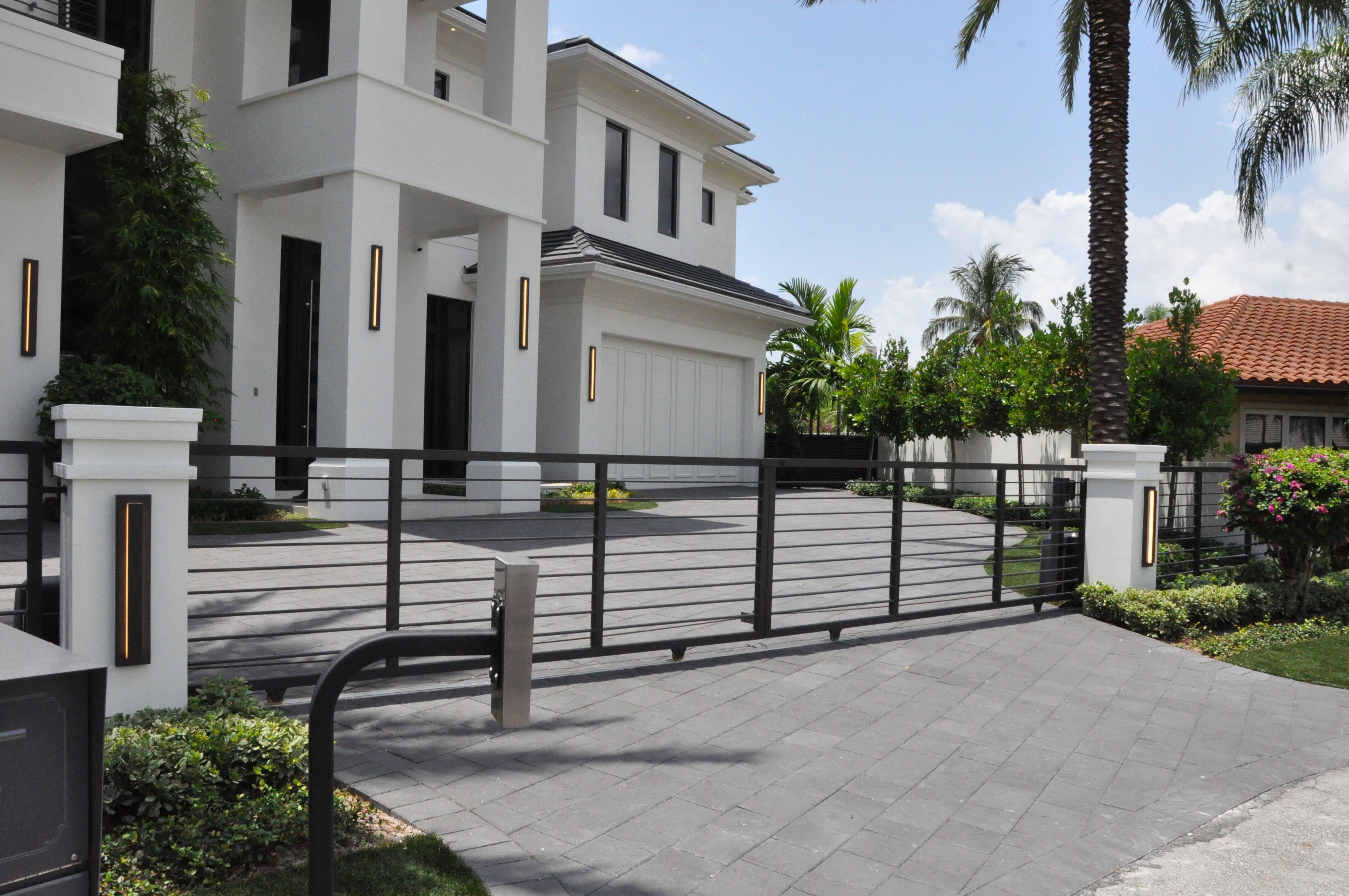 Entrance Driveway Gate 019