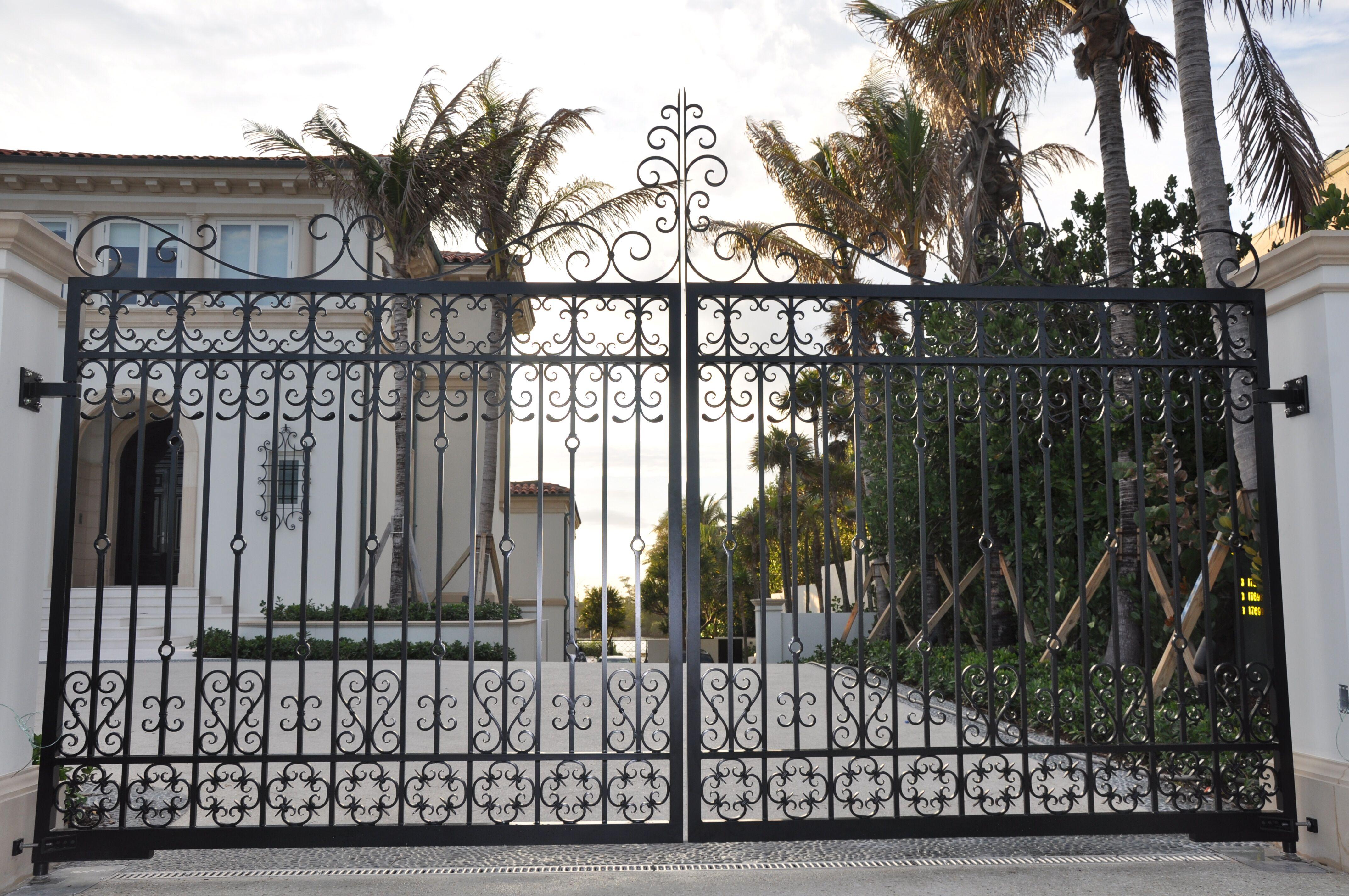 Entrance Driveway Gate 001
