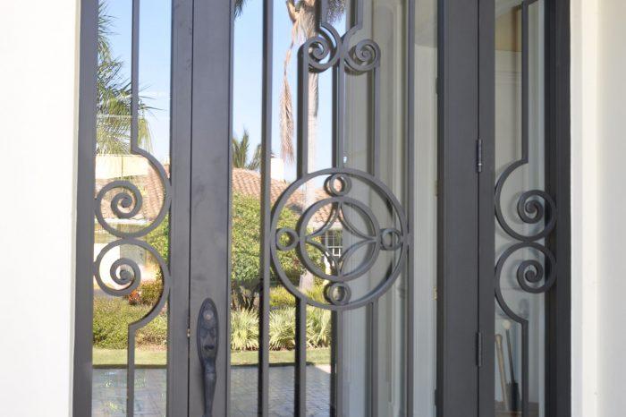 Exterior Front Door 001